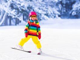 dieťa, dievča, lyže, dovolenka, zimná dovolenka, guest, lyžovačka s deťmi, lyžovačka, printové médiá, prečítaj online, zima