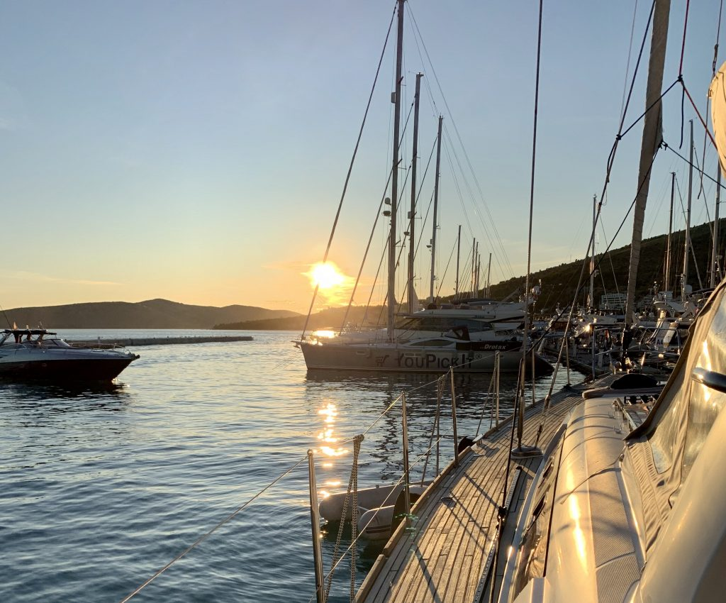printovemedia, precitaj.online, luxurysailing, plavba, jachta, dovolenka, oddych, relax, vychod slnka, chorvatsko, vacation